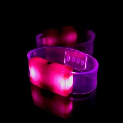 Светящийся браслет розовый - фото 5217