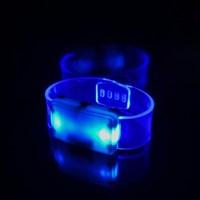 Светящийся браслет синий